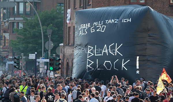 Protestors during demonstrations against the G20 summit in Hamburg, Germany, 7 July 2017. The summit, a meeting of the governments of the twenty largest world economies, begins on the 7 July and concludes on the 8 July. Photo: Sebastian Willnow/dpa-Zentralbild/dpa /MediaPunch ***FOR USA ONLY***