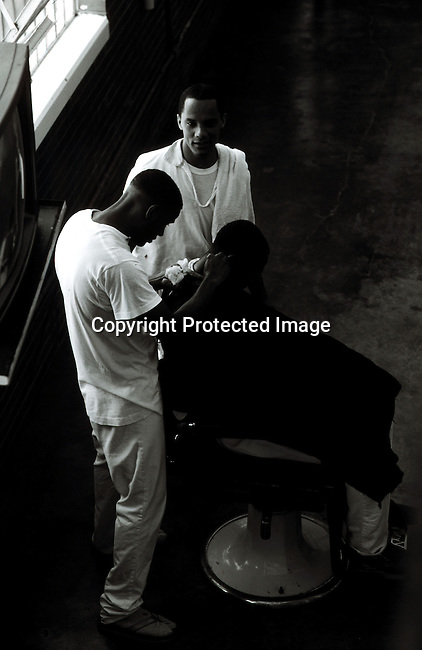 disipri00140.Social Issues. Prisons. Texas. Inmates having their heads shaven, crime, criminals, jail, black and white. .©Per-Anders Pettersson/iAfrika Photos