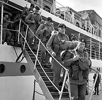 British troops disembark in Londonderry, N Ireland, UK, from the troopship, Sir Tristam. Their role is to take over from the riot-weary RUC, who have been engaged in the Battle of the Bogside. 196908190002.<br />