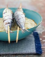 Gastronomie/Sardines Grillées et crème de Chou-Fleur aux Amandes recette de jean Yves Crenn du restaurant Le Temps de Vivre à Roscoff - Stylisme : Valérie LHOMME