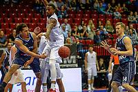 GRONINGEN - Basketbal, Donar - Weert, Dutch Baketball League, seizoen 2018-2019, 07-10-2018, Donar speler Sean Cunningham speler de bal nar Donar speler Thomas Koenes