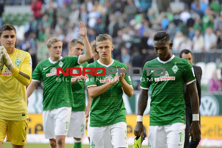 29.09.2013, Weser Stadion, Bremen, GER, 1.FBL, Werder Bremen vs 1. FC Nuernberg, im Bild<br /> <br /> Dank an die Fans <br /> Sebastian Mielitz (Bremen #1)<br /> Felix Kroos (Bremen #18)<br /> Nils Petersen (Bremen #24)<br /> Martin Kobylanski (Bremen #33)<br /> Eljero Elia (Bremen #11)<br /> Robin Dutt (Trainer Werder Bremen)<br /> <br /> Foto &copy; nph / Kokenge