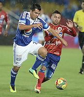 BOGOTÁ -COLOMBIA, 23-11-2013. Jose Harrison Otalvaro (Izq.) jugador de Millonarios disputa el balón con Juan Sebastian Villota (Der.) jugador de Deportivo Pasto durante partido por la fecha 3 de los cuadrangulares finales de la Liga Postobón  II 2013 jugado en el estadio Nemesio Camacho el Campín de la ciudad de Bogotá./ Jose Harrison Otalvaro (L) player of Millonarios fights for the ball with Juan Sebastian Villota (R) player of Deportivo Pasto during match for the 3rd date of final quadrangulars of the Postobon  League II 2013 played at Nemesio Camacho El Campin stadium in Bogotá city. Photo: VizzorImage/Gabriel Aponte/STR