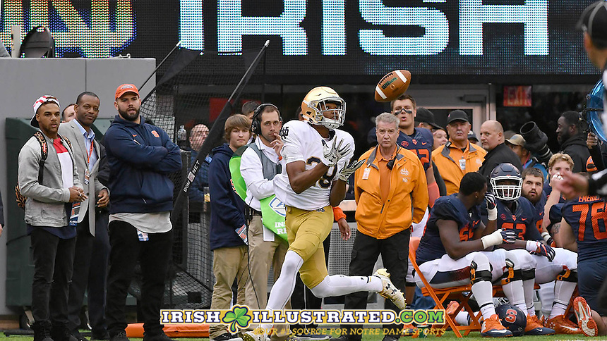 Irish wide receiver Kevin Stepherson (29) catches a pass for a touchdown in the third quarter.