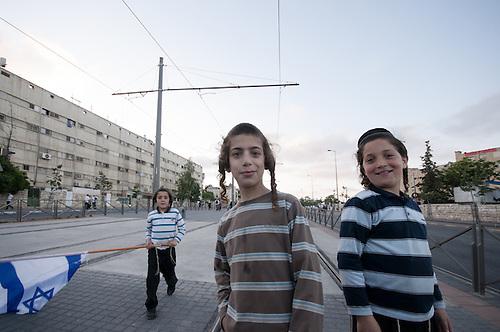 Jerusalem, 1 Juin 2011. De jeunes israeliens participent a la manifestation organisee par les colons juifs de Jerusalem. La colonisation de Jerusalem est particulierement tendue, tandis que des familles juives sont installees au coeur des quartiers palestiniens, avec le soutient et la protection armee des autorites israelienne.