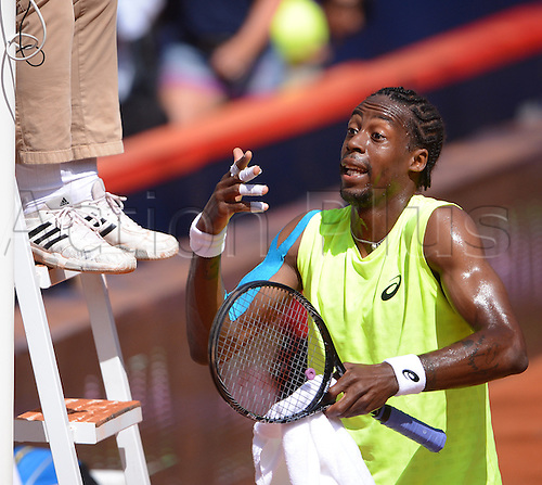 17.07.2013. Hamburg, Germany.  France's Gael Monfils discusses with the umpire during the second round match against Argentina's Monaco during the 2013 International German Open at Am Rothenbaum inHamburg,Germany, 17July 2013.
