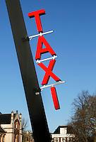 Nederland Groningen 2016. Taxi standplaats bij het Station. Foto Berlinda van Dam / Hollandse Hoogte