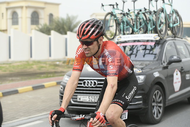 Tom Dumoulin (NED) Team Sunweb amongst the cars during Stage 6 of the 2019 UAE Tour, running 175km form Ajman to Jebel Jais, Dubai, United Arab Emirates. 1st March 2019.<br /> Picture: LaPresse/Fabio Ferrari | Cyclefile<br /> <br /> <br /> All photos usage must carry mandatory copyright credit (© Cyclefile | LaPresse/Fabio Ferrari)