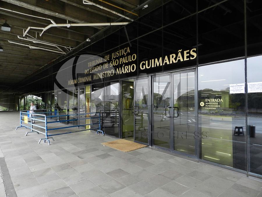 SAO PAULO, SP, 23 DE JUNHO DE 2013 -  CASO BIANCA CONSOLI. O motoboy Sandro Dota, de 42 anos, acusado de estuprar e matar a ex-cunhada, Bianca Consoli, quando ela tinha 19 anos, em 2011, começa a ser julgado nesta terça-feira (23), no Fórum Criminal Ministro Mário Guimarães – Barra Funda – zona oeste da Capital. FOTO: MAURICIO CAMARGO / BRAZIL PHOTO PRESS