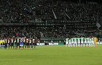 MEDELLÍN -COLOMBIA-21-05-2014. Jugadores de Atlético Nacional y Atlético Junior durante los actos protocolarios previo al partido de vuelta por la ffinal de la Liga Postobón I 2014 jugado en el estadio Atanasio Girardot de la ciudad de Medellín./ Players of Atletico Nacional and Atletico Junior during the formal events prior the second leg match for the final of the Postobon League I 2014 at Atanasio Girardot stadium in Medellin city. Photo: VizzorImage / Felipe Caicedo / Staff