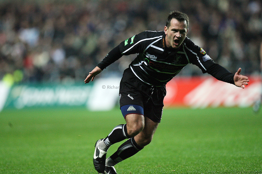 Photo: Rich Eaton...Ospreys v Sale Sharks. Heineken Cup. 20/10/2006. Shaun Connor of Ospreys