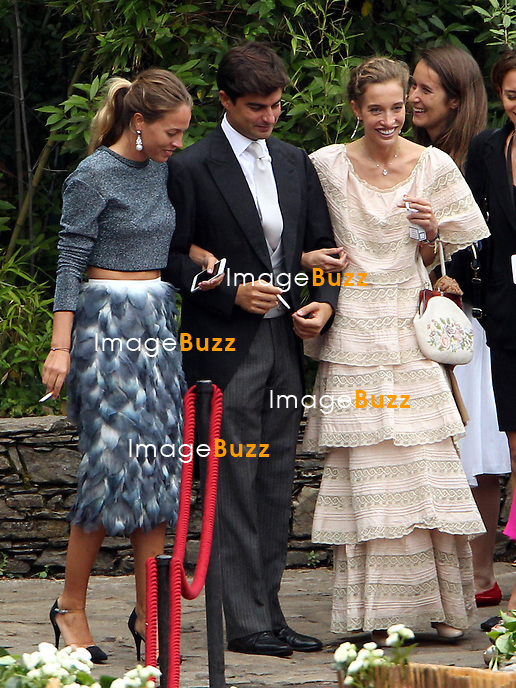 Arrival of the guests of the marriage of Pierre and Béatrice