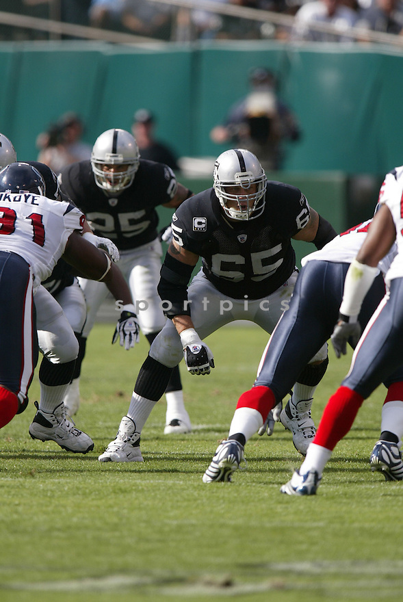 BARRY SIMS,  of the Oakland Raiders, in action during the Raiders game against the Houston Texans game on November 4, 2007 in Oakland, CA...Texans  win 24-17..........