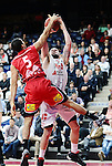 2015-10-31 / Basketbal / seizoen 2015-2016 / Antwerp Giants - Limburg United / Elias LASISI (Limburg United) met het blok op Mike Smith<br />