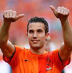 Nederland, Amsterdam, 26 mei 2012.Oefeninterland .Nederland-Bulgarije.Robin van Persie steekt zijn duimen op.
