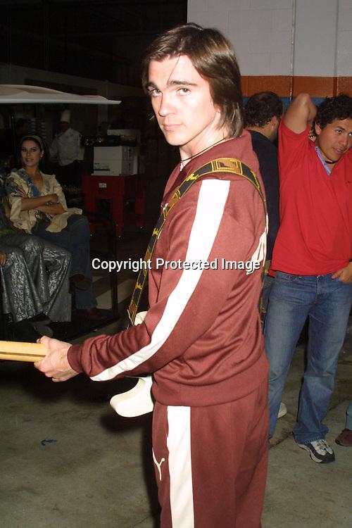 © 2002 AURA BLANDINO/HUTCHINS PHOTO.ORANGE BOWL EVENT.MIAMI, FLORIDA.DECEMBER   2002.. JUANES