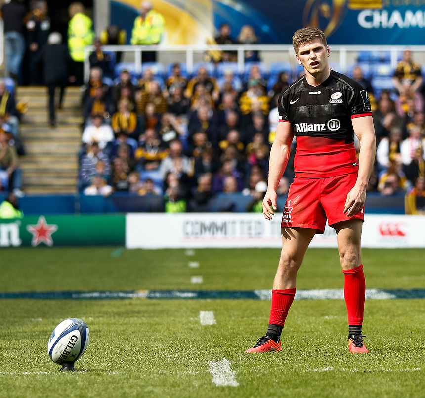 Saracens' Owen Farrell lines up a kick at goal<br /> <br /> Photographer Simon King/CameraSport<br /> <br /> Rugby Union - European Rugby Champions Cup Semi Final - Saracens v Wasps - Saturday 23rd April 2016 - Madejski Stadium - Reading<br /> <br /> &copy; CameraSport - 43 Linden Ave. Countesthorpe. Leicester. England. LE8 5PG - Tel: +44 (0) 116 277 4147 - admin@camerasport.com - www.camerasport.com