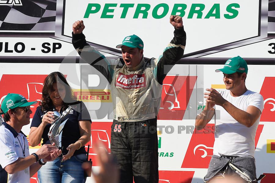 SÃO PAULO, SP, 31.07.2016 - FÓRMULA TRUCK - Piloto Paulo Salustiano coemora a vitória na sexta etapa da Fórmula Truck, realizado no Autódromo de Interlagos em São Paulo, na tarde deste domingo, 31(Foto: Levi Bianco/Brazil Photo Press)