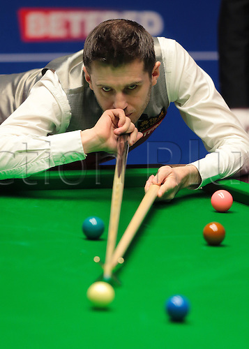 30.04.2016. The Crucible, Sheffield, England. World Snooker Championship. Semi Final, Mark Selby versus Marco Fu. Mark Selby pots with the rest