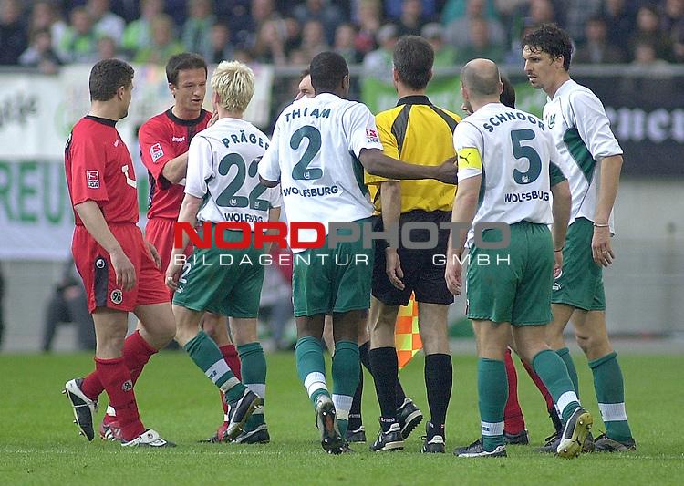 1. BL 2002/2003 - 28. Spieltag<br /> <br /> VFL Wolfsburg vs. Hannover 96 1:0<br /> Emotionen im Nordderby zwischen Fredi Bobic (2. v. links) von Hannover 96 und Roy Praeger (3. v. links) von Wolfsburg.<br /> <br /> <br /> Foto &copy; nordphoto <br /> <br />  *** Local Caption *** Foto ist honorarpflichtig! zzgl. gesetzl. MwSt.<br />  Belegexemplar erforderlich<br /> Adresse: nordphoto<br /> Georg-Reinke-Strasse 1<br /> 49377 Vechta