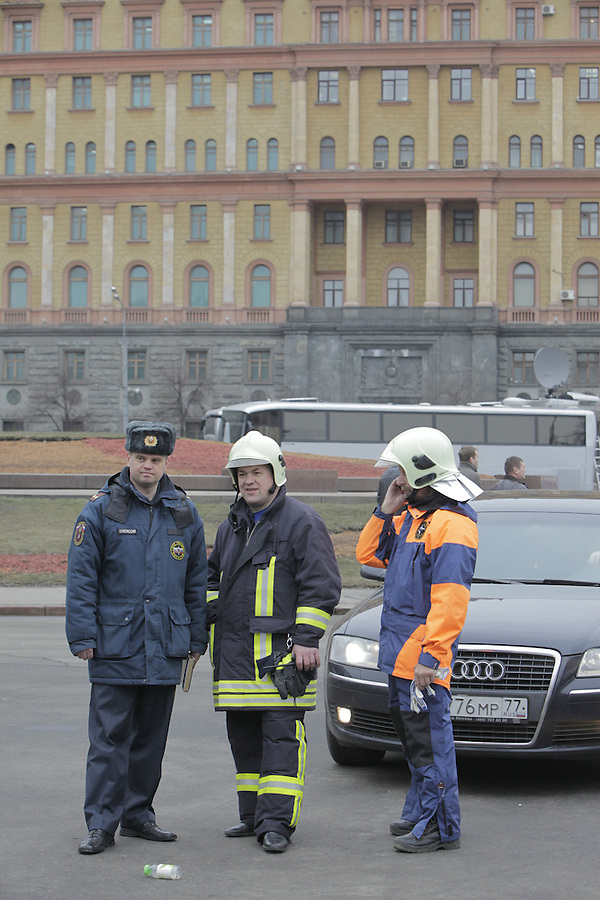 Moscow, Russia, 29/03/2010..Scenes outside Lubyanka metro station, where at least 24 people were killed in a morning rush hour suicide bombing. A second bomb exploded at Park Kultury metro station, killing at least another 14 people. Emergency services with Lubyanka federal security headquarters behind..