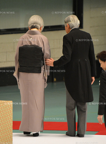 August 15, 2012, Tokyo, Japan - Japan's Emperor Akihito escorts Empress Michiko after offering their prayers to the war dead during a ceremony marking the 67th anniversary of the end of World War II at Tokyo's Budokan Martial Arts Hall on Wednesday, August 15, 2012. (Photo by Natsuki Sakai/AFLO) AYF -mis-