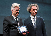 Il regista Paolo Sorrentino (d) consegna al regista statunitense David Lynch (s) il Premio alla Carriera durante la Festa del Cinema di Roma, 4 novembre 2017.<br /> Italian director Paolo Sorrentino (r) gives to US director David Lynch (l) the Lifetime Achievement Award at the International Rome Film Festival. Rome November 4, 2017.<br /> Stefano Costantino / POOL<br /> UPDATE IMAGES PRESS