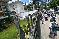 Fachada da escola particular Ipiranga em Petrópolis. Rio de Janeiro. 2006. Foto de Luciana Whitaker.