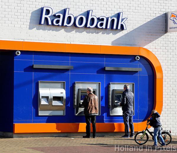 Boxmeer. Geld pinnen bij de Rabobank