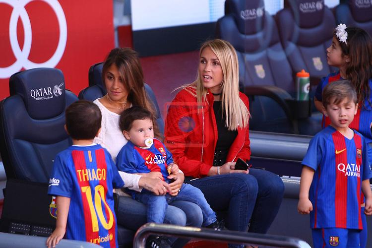 League Santander 2016/2017. Game: 36.<br /> FC Barcelona vs Villarreal CF: 4-1.<br /> Antonella Roccuzzo &amp; Sofia Balbi.