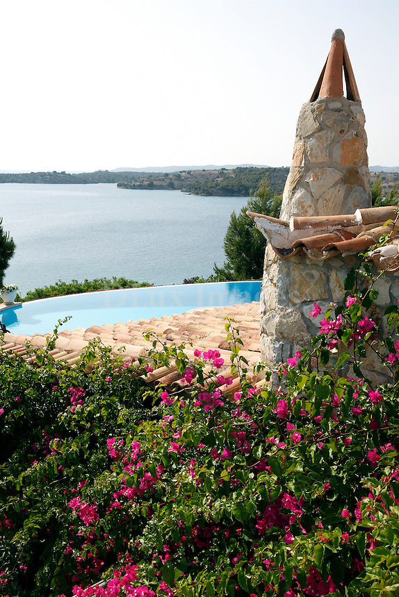 At the entrance of Porto Heli gulf, looking up to the hill, you can admire this elegant country house, built in a place which offers an amazing 360 degree view.