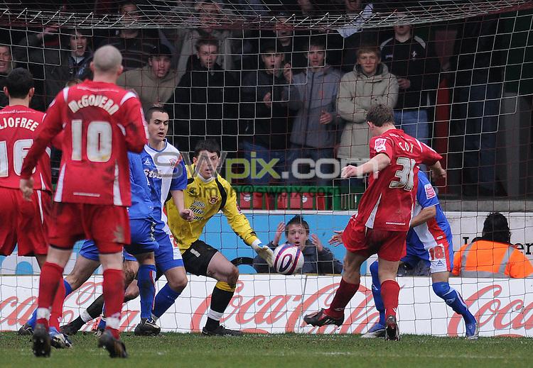 Picture by Howard Roe/SWpix.com. Football, Coca Cola League 1, Swindon v Carlisle 15/03/08 3.00 pm K.O..copyright picture>>simon wilkinson>>07811267706>>..Swindon's Simon Cox pulls one back for the Robins