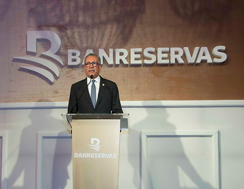 Simón Lizardo Mézquita, administrador general del Banco de Reservas, durante su discurso en uno de los encuentros de Navidad que sostuvo esta entidad con clientes empresariales.