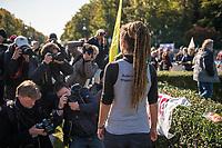 """Mehrere tausend Menschen blockierten am Montag den 7. Oktober 2019 in Berlin die Verkehrsknotenpunkte Grosser Stern und Potsdamer Platz. Sie folgten damit einem Aufruf der Bewegung """"Extinction Rebellion"""" (""""Aufstand gegen das Aussterben""""). Aktionen von Extinction Rebellion fanden an diesem Tag weltweit statt. Damit soll gegen die zu schwachen Aktivitaeten der Regierungen gegen den Klimawandel protestiert werden.<br /> Im Bild: Carola Rakete, ehemalige Kapitaenin des Seenotrettungsschiff Sea Watch 3, spricht mit Pressevertretern.<br /> 7.10.2019, Berlin<br /> Copyright: Christian-Ditsch.de<br /> [Inhaltsveraendernde Manipulation des Fotos nur nach ausdruecklicher Genehmigung des Fotografen. Vereinbarungen ueber Abtretung von Persoenlichkeitsrechten/Model Release der abgebildeten Person/Personen liegen nicht vor. NO MODEL RELEASE! Nur fuer Redaktionelle Zwecke. Don't publish without copyright Christian-Ditsch.de, Veroeffentlichung nur mit Fotografennennung, sowie gegen Honorar, MwSt. und Beleg. Konto: I N G - D i B a, IBAN DE58500105175400192269, BIC INGDDEFFXXX, Kontakt: post@christian-ditsch.de<br /> Bei der Bearbeitung der Dateiinformationen darf die Urheberkennzeichnung in den EXIF- und  IPTC-Daten nicht entfernt werden, diese sind in digitalen Medien nach §95c UrhG rechtlich geschuetzt. Der Urhebervermerk wird gemaess §13 UrhG verlangt.]"""