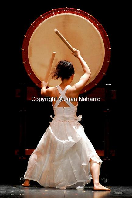 HONO-O-DAIKO. TAMBORES JAPONESES. AKEMI JIGE, CHIEKO KINOSHITA Y MUZUE YAMADA..©JUAN NAHARRO