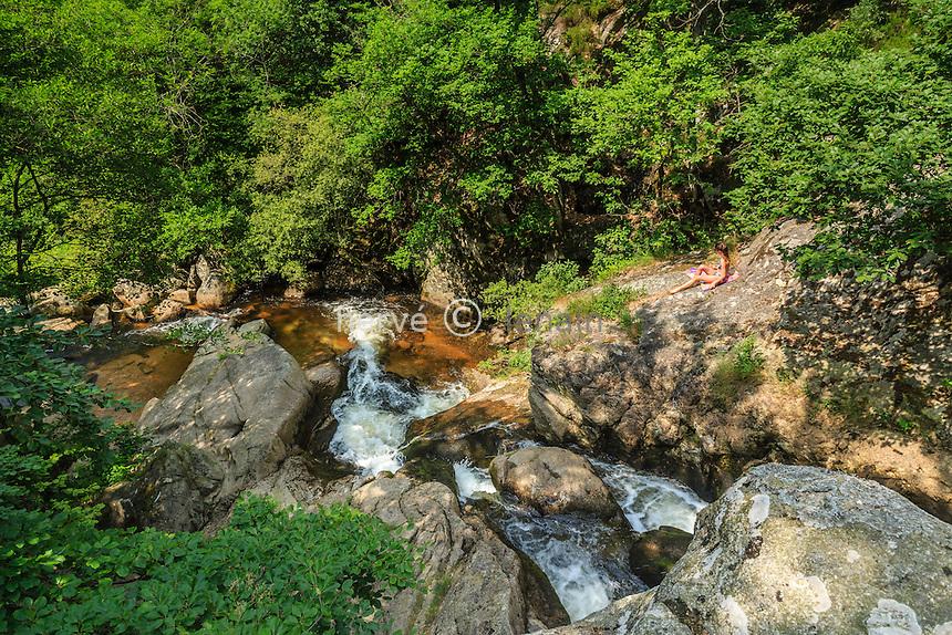 France, Allier (03), Arfeuilles, site de la cascade de la Pisserotte sur la rivière le Barbenan // France, Allier, Arfeuilles,  waterfall Pisserotte on the Barbenan river