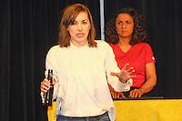 B&uuml;ttelborn 29.01.2017: Auftritt Fl&uuml;sterzweieck im Cafe Extra<br /> Ulrike Haidacher (l.) und Antonia Stabinger als &quot;Fl&uuml;sterzweieck&quot; beim Auftritt im Cafe Extra mit ihrem neuen Programm &quot;Stabile Eskalation&quot;