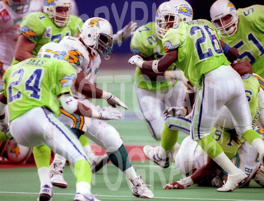 Glenn Rogers Orlando Thunder Mike Pringle Sacramento Surge World Bowl 1992. Photo F. Scott Grant