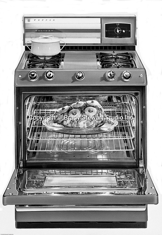 Pittsburgh PA:  Studio Photography of a Tappan Gas Range with turkey cooking inside. On location photography at a Sears Roebuck store at the new Northway Center Mall on McKnight Road in the North Hills
