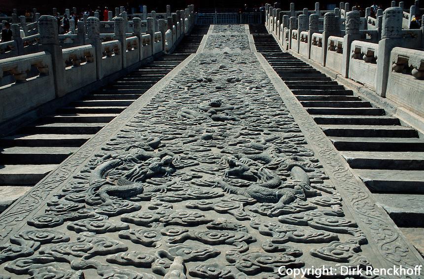 Geschnitzte Steinplatte hinter Halle der Erhaltung der Harmonie, Kaiserpalast von Peking, China, Unesco-Weltkulturerbe