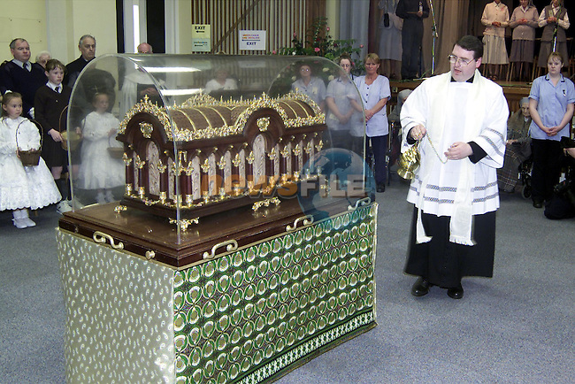 Fr. Paddy Rushe with the relics of St. Therese in the MMM Convent..Picture: Paul Mohan/Newsfile