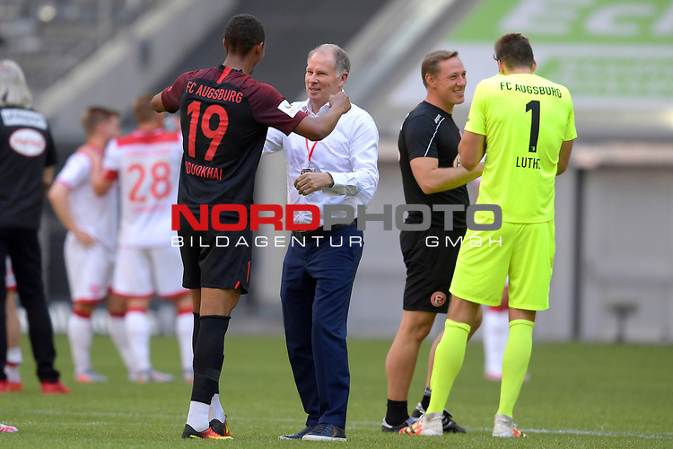 Schlussjubel Stefan REUTER (Manager FC Augsburg) <br />