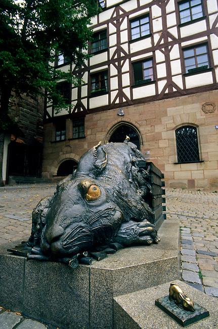 GERMANY, NUREMBERG, SQUARE AT TIERGARTNERTOR, RABBIT STATUE BY ALBRECHT DURER