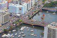 RECIFE, PE, 01.03.2014 - CARNAVAL / RECIFE / GALO DA MADRUGADA - <br /> Vista aérea do Galo da Madrugada, maior bloco de carnaval do mundo, no centro de Recife, na manhã deste sábado (01). (Foto: Vanessa