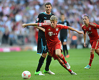 FUSSBALL   1. BUNDESLIGA  SAISON 2012/2013   7. Spieltag FC Bayern Muenchen - TSG Hoffenheim    06.10.2012 Matthieu Delpierre (li, TSG 1899 Hoffenheim)  gegen Toni Kroos (FC Bayern Muenchen)