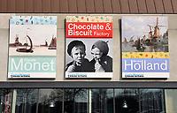 Nederland Zaanse Schans 2018. Posters op de gevel van het Zaans Museum. Foto Berlinda van Dam / Hollandse Hoogte