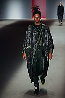 SAO PAULO, SP 24.04.2019 - MODA-SP - Desfile da grife Lino Villaventura na ediçao 47 da Sao Paulo Fashion Week (SPFW), no Espaço Arca, zona oeste da cidade de Sao Paulo nesta quarta-feira, 24. (Foto: Felipe Ramos / Brazil Photo Press / Folhapress).
