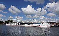 Nederland - Zaandam- 2020. Haven van Zaandam. De Zaan. Rivier cruiseschip Arosa.  Foto ANP / Hollandse Hoogte / Berlinda van Dam