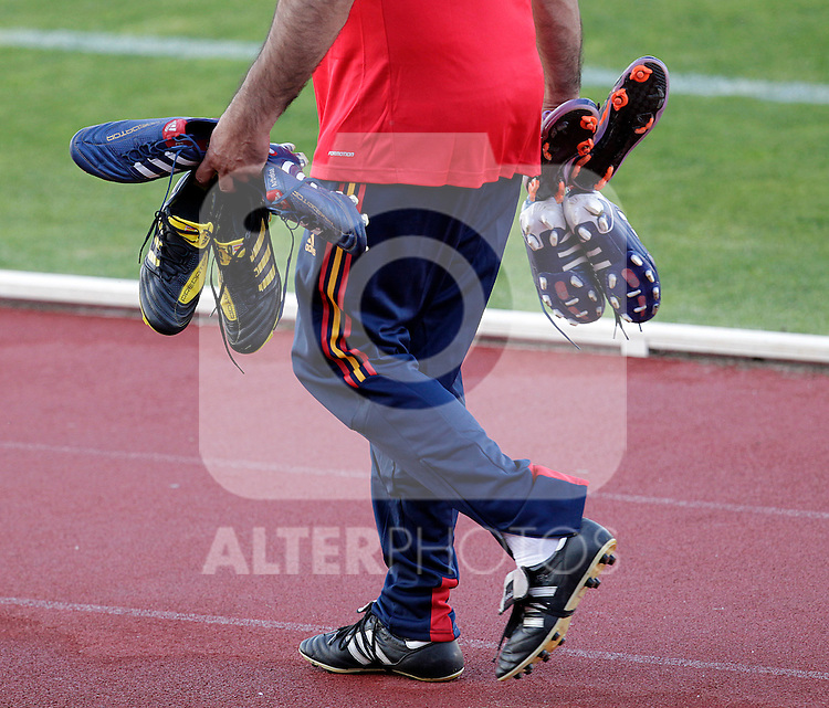 MADRID (24/05/09).- The Spanish Soccer national team has officially begun their hunt for the championship, arriving in the Madrid municipality of Las Rozas to begin preparing for South Africa World Cup.  Soccer shoes...PHOTO: Cesar Cebolla / ALFAQUI