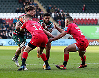 27th October 2019; Welford Road Stadium, Leicester, East Midlands, England; English Premiership Rugby, Tigers versus Saracens; Kyle Eastmond of Tigers goes into contact with Nick Tompkins and Manu Vunipola of Saracens<br />